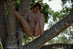 ellie-xena tree climbing video