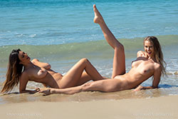 elly and scarlett-morgan nude swim video